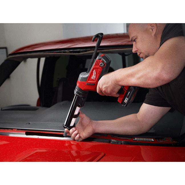 Milwaukee 2641-20 M18 Cordless Caulk and Adhesive Gun In Use 2