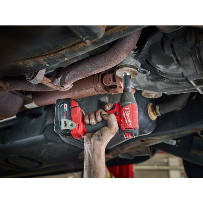 Milwaukee 2754-20 M18 FUEL Compact Impact Wrench In Use 2