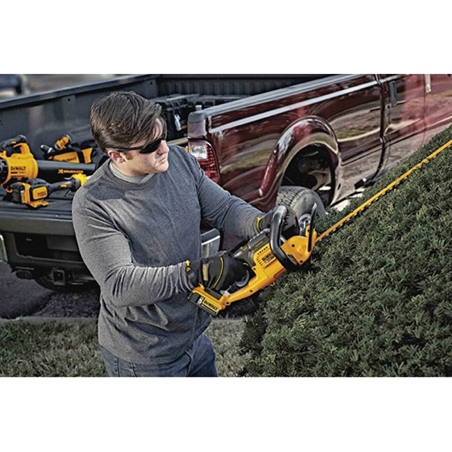 DeWalt DCHT820P1 20V MAX Hedge Trimmer Kit In Use 1