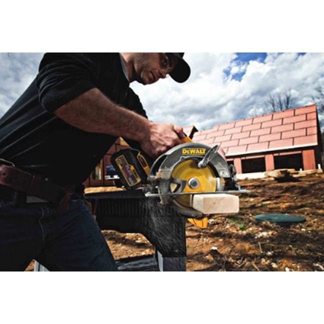 DeWalt FlexVolt Circular Saw Blade In Use 1