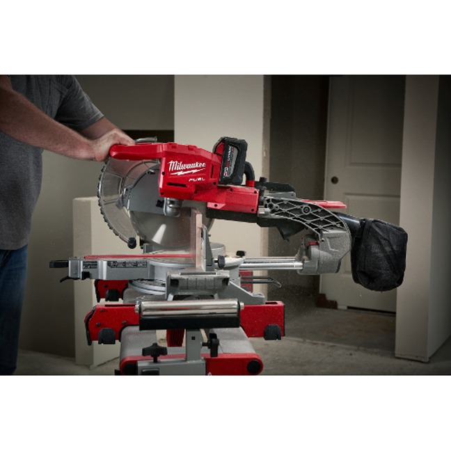 Milwaukee 2734-21HD M18 FUEL Dual Bevel Sliding Compound Miter Saw Kit In Use 3